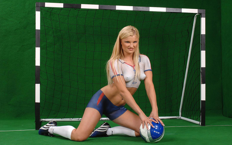 Ролик женской футбольной команды в душе 24 фотография