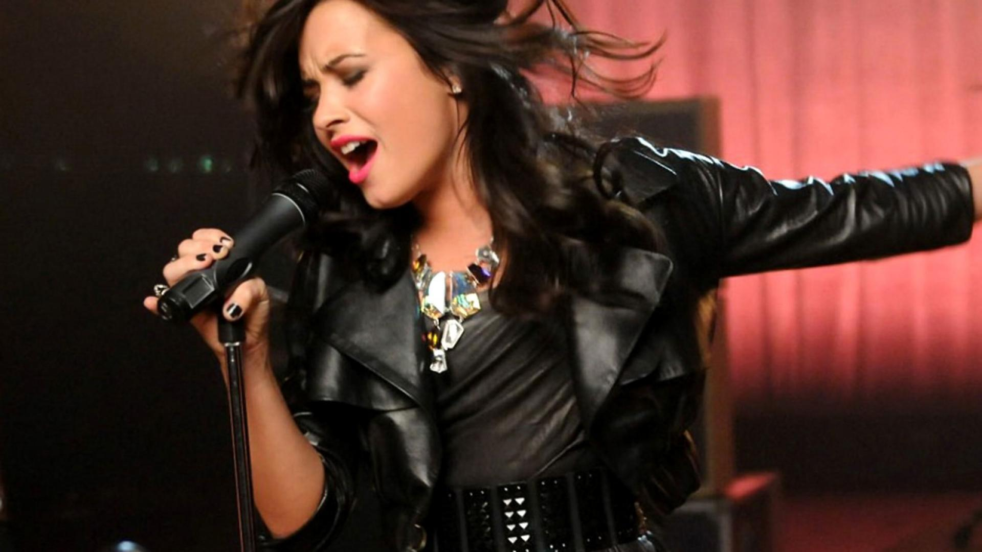 Demi Lovato 2013 Singer HD HD Wallpaper