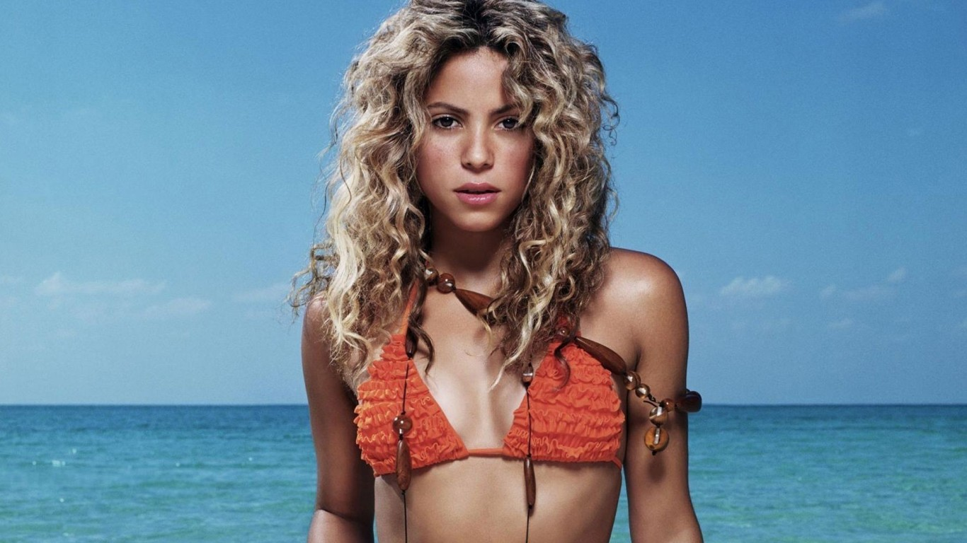 Shakira 02 HD Wallpaper