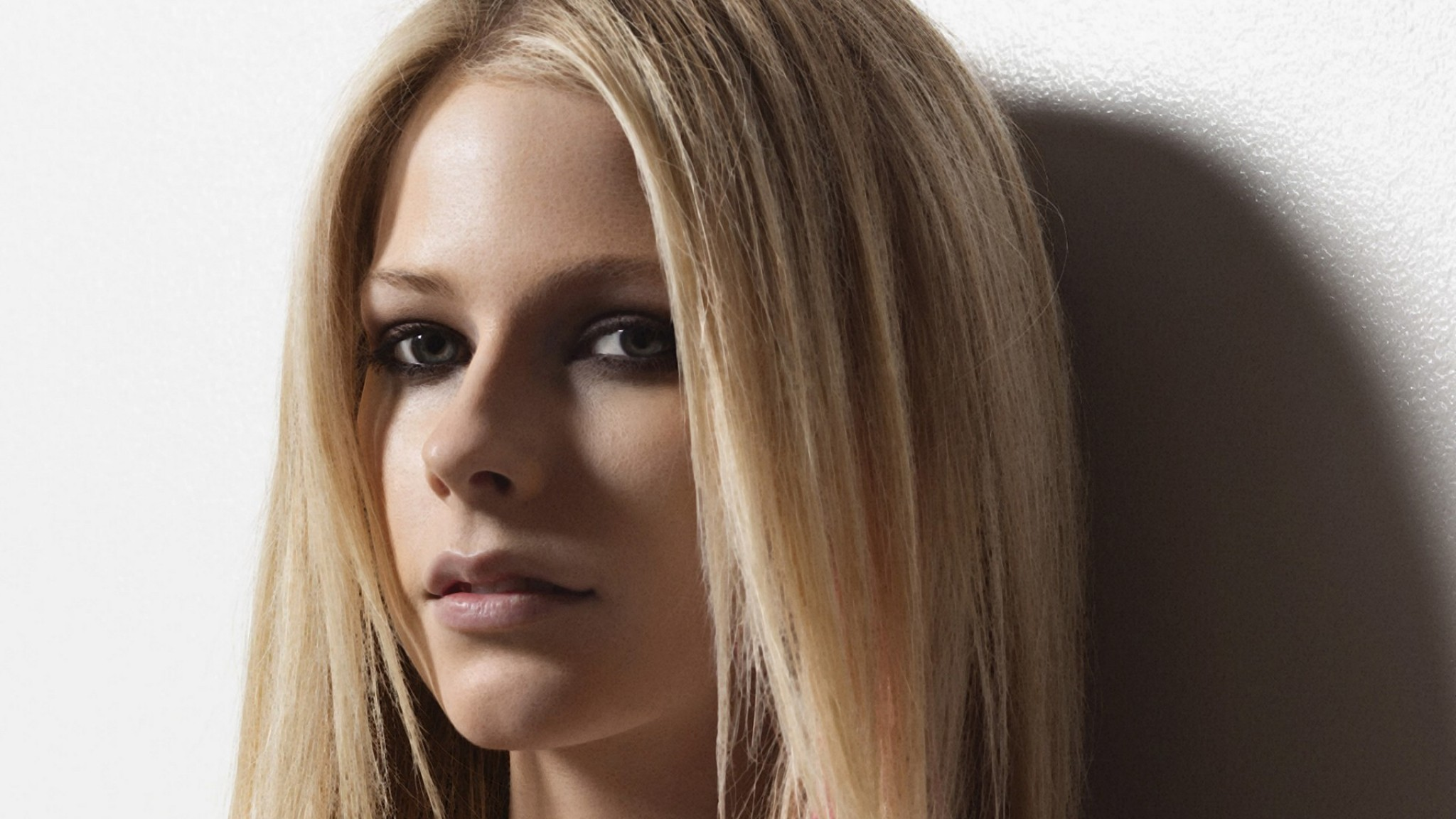 Avril Lavigne Celebrity HD Wallpaper