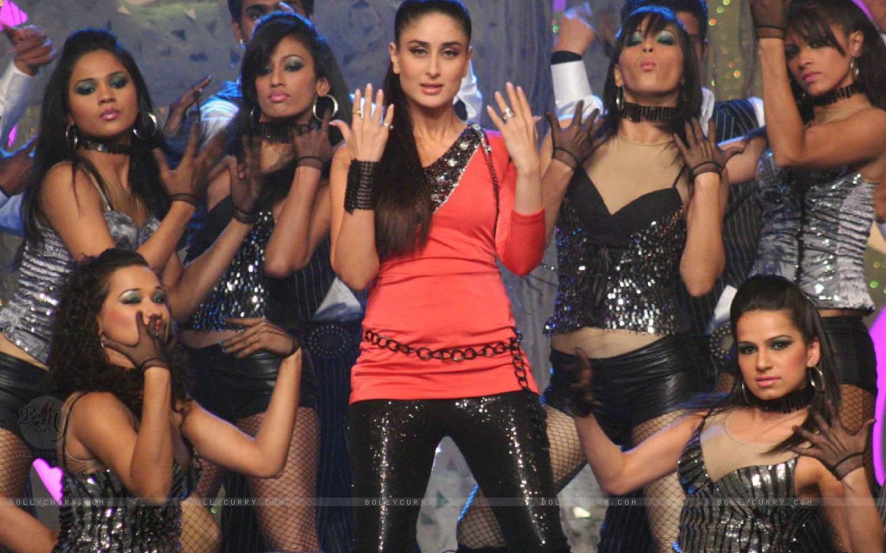 Bollywood actress Kareena Kapoor performing in support of the green cause as HD Wallpaper
