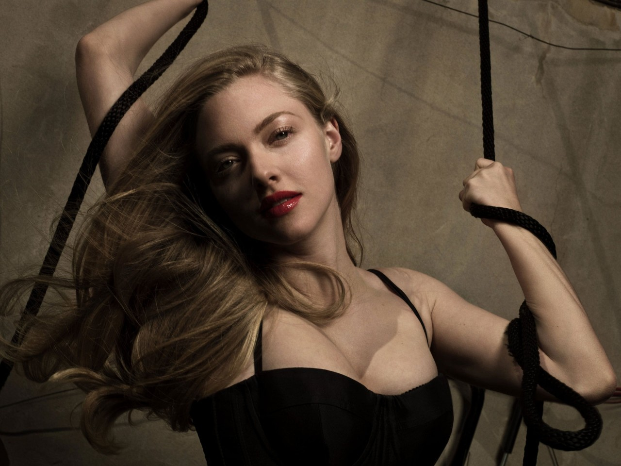 Amanda Seyfried celebrity HD Wallpaper