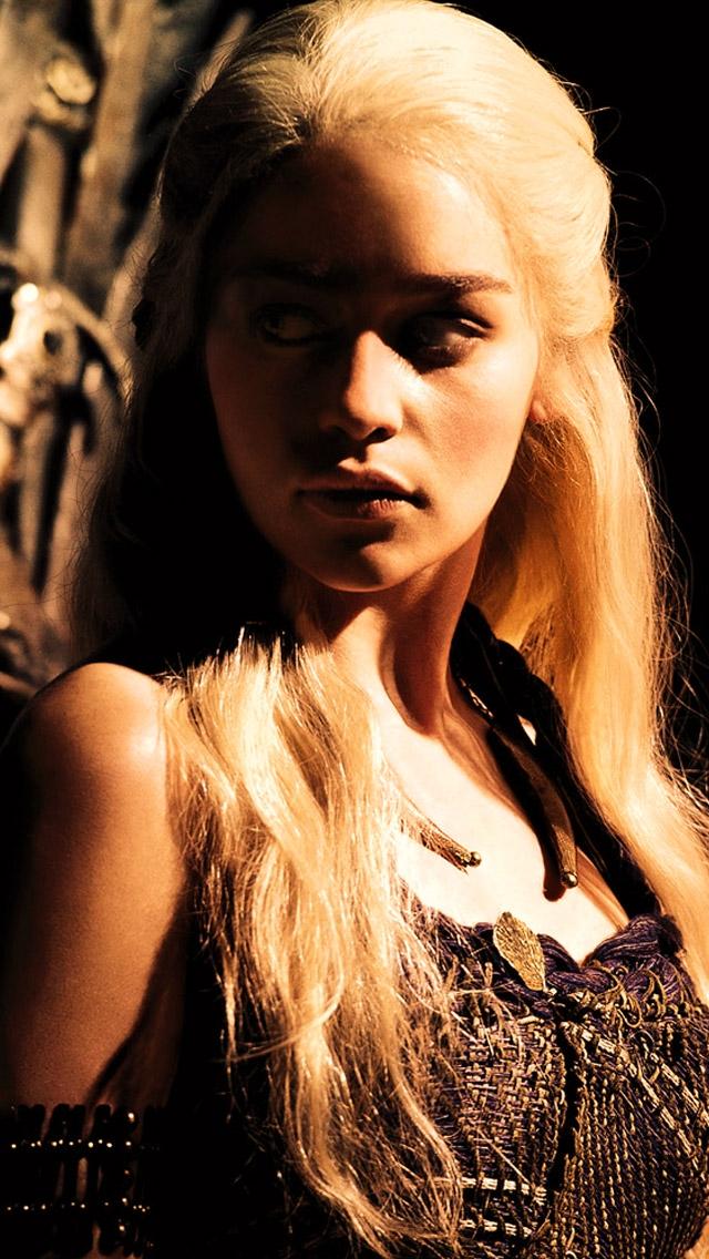 Daenerys Carefully Lurking  for 640 x 1136 iPhone 5 HD Wallpaper