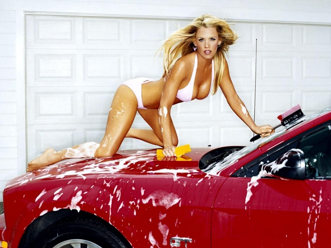 Celebrity Jenny Mccarthy HD Wallpaper