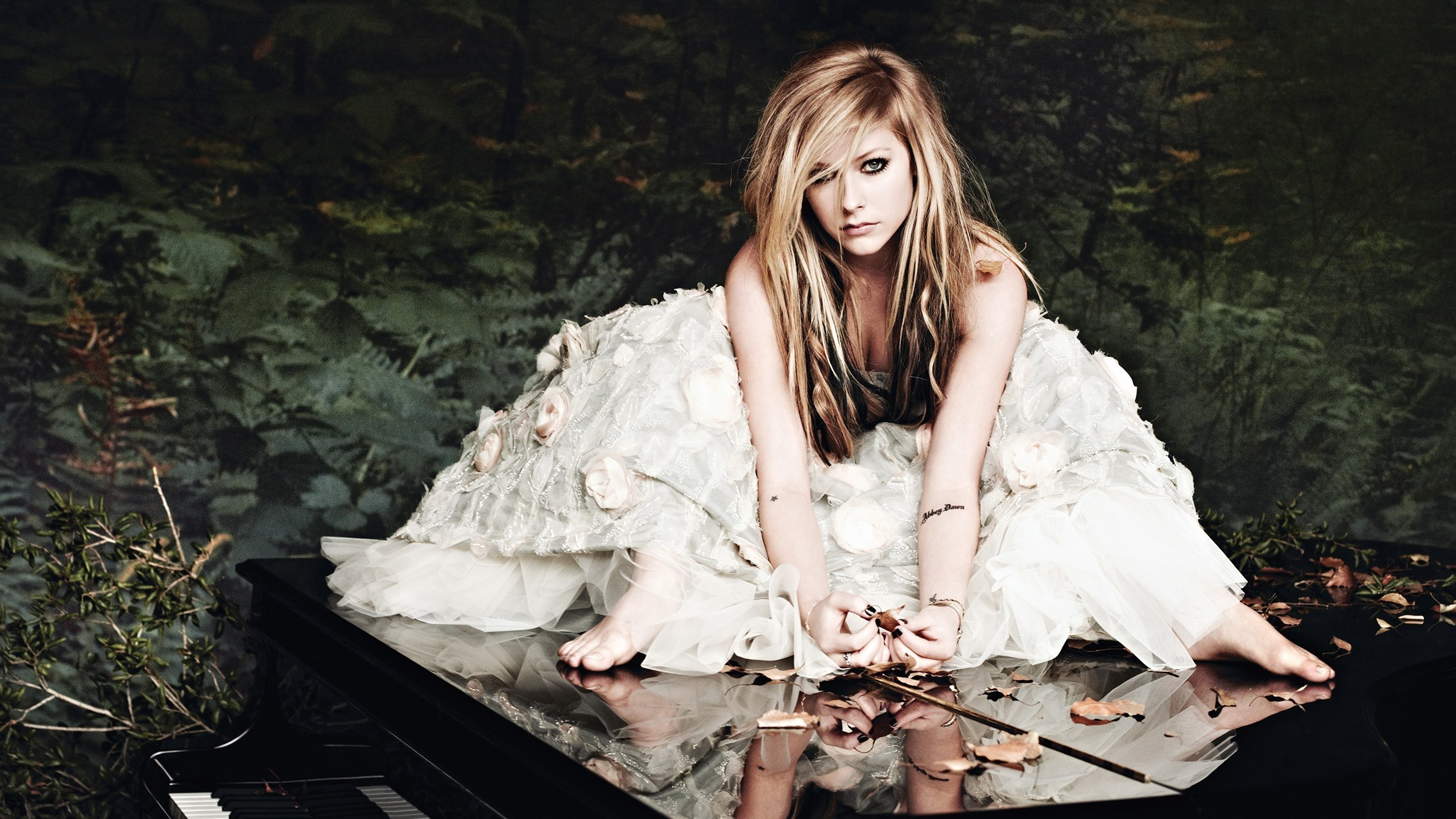 Download Mac iMac 27 2560x1440 avril lavigne  girl  dress  forest HD Wallpaper