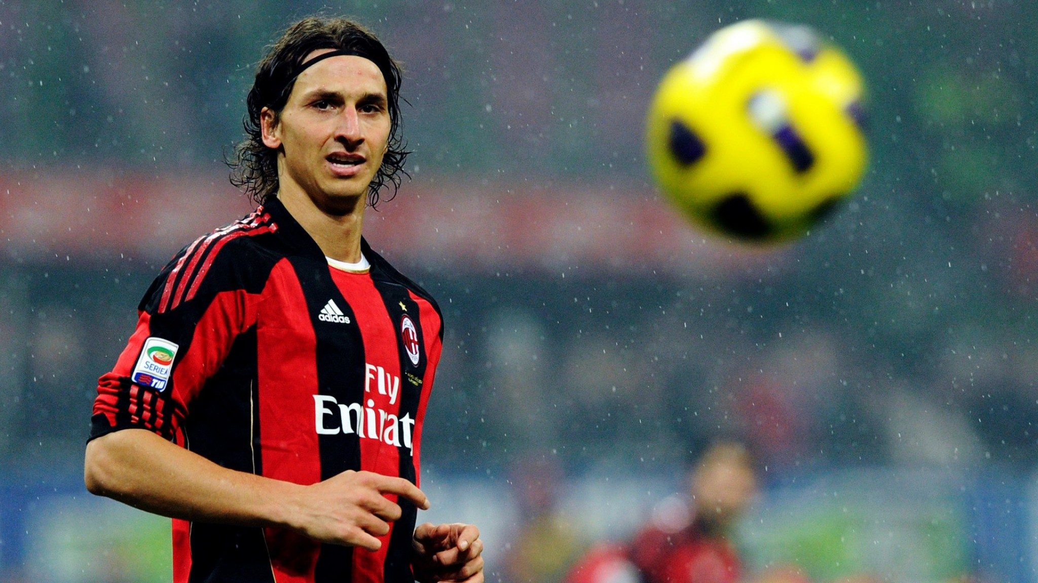 Milan  Zlatan Ibrahimovic  Football Player  Football  Rain  Ball HD Wallpaper