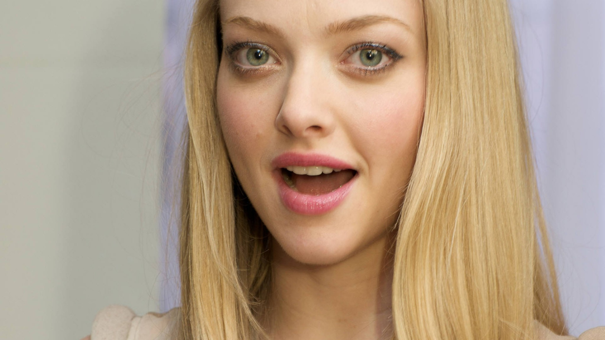 Amanda Seyfried Celebrity  1381    HD HD Wallpaper