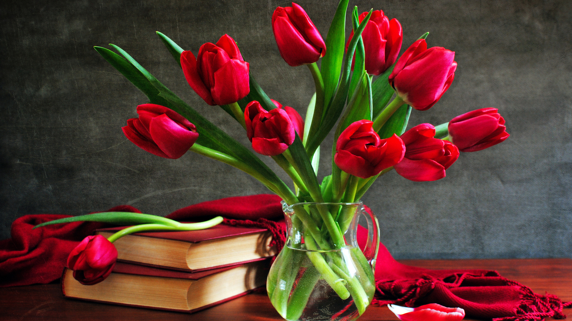 of Red Roses Buke for Valentine s Day  High Quality HD Wallpaper
