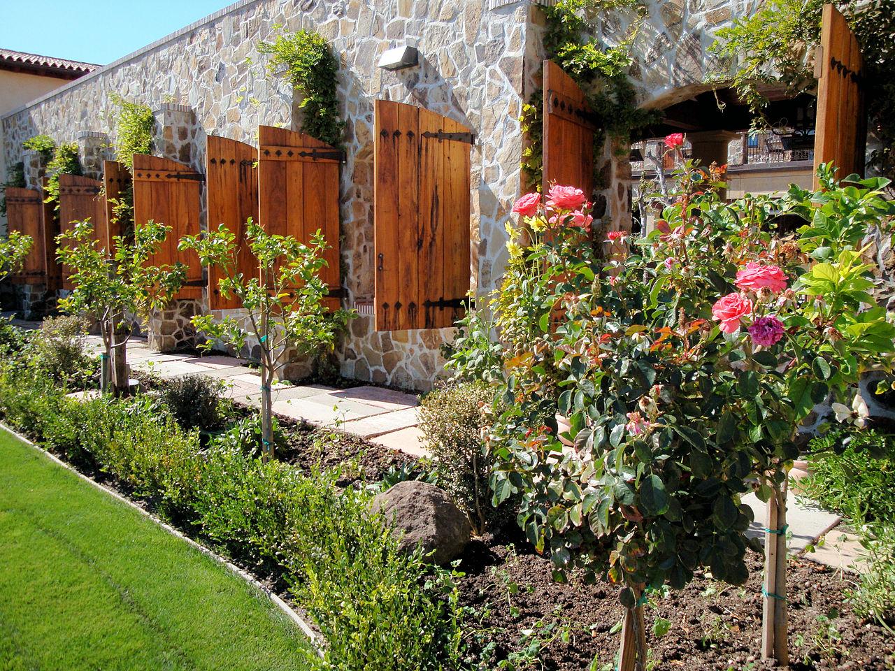 File Jacuzzi Family Vineyards Rose Garden   Wikimedia Commons HD Wallpaper