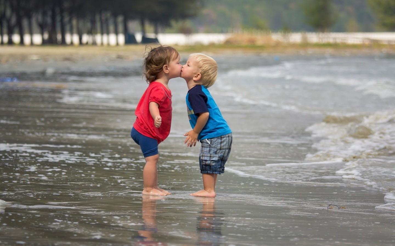 Девушки целуются (91 фото) Триникси 1