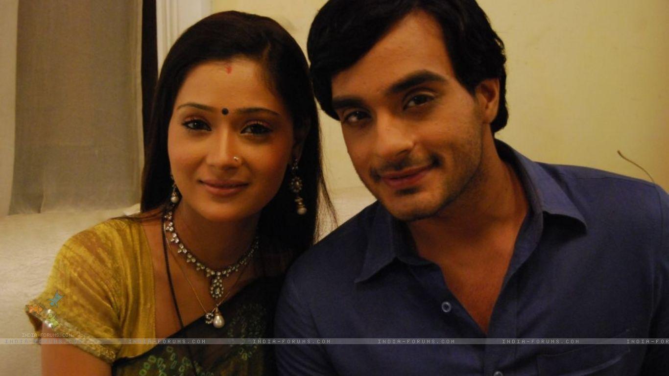 Sara Khan   Alekh and Sadhna a beautiful couple   HD Wallpaper