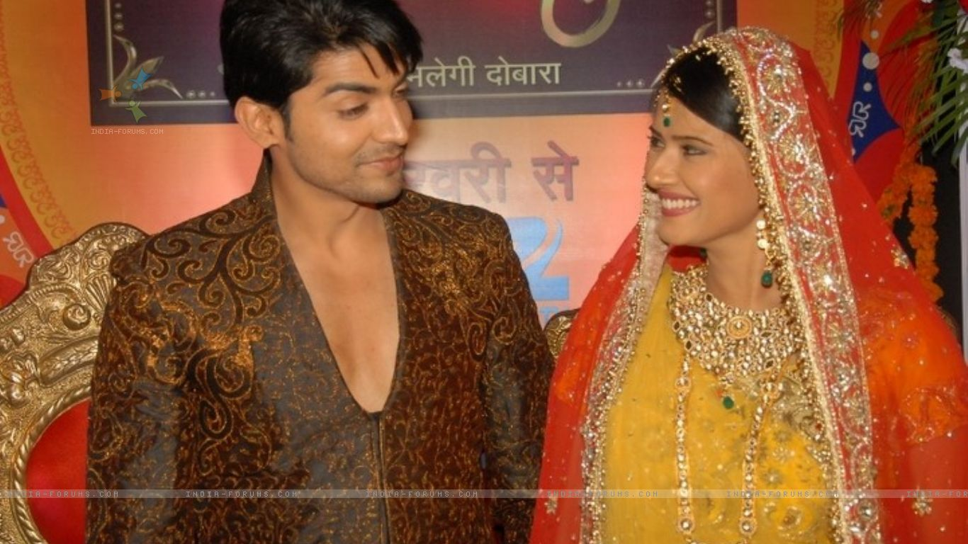 Kratika Sengar   Gurmeet Choudhary and Kratika Sengar   HD Wallpaper