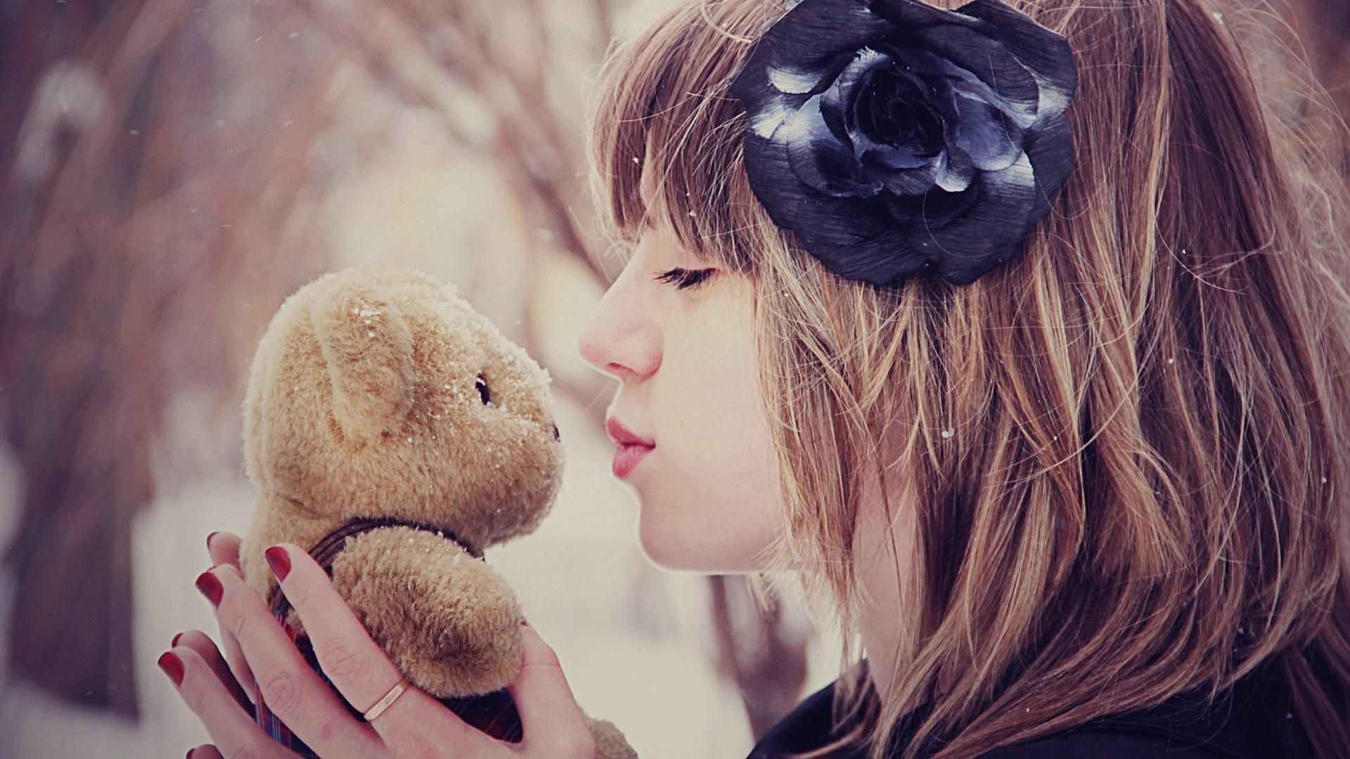 Girl kiss teddy bear while snowing HD Wallpaper