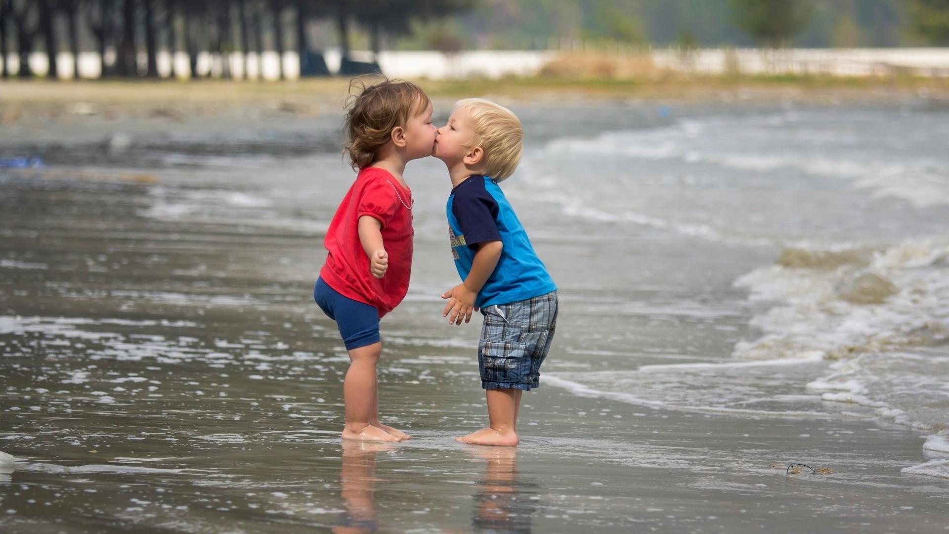 Children Boy Girl Kiss Beach Photography Cute   us  HD Wallpaper