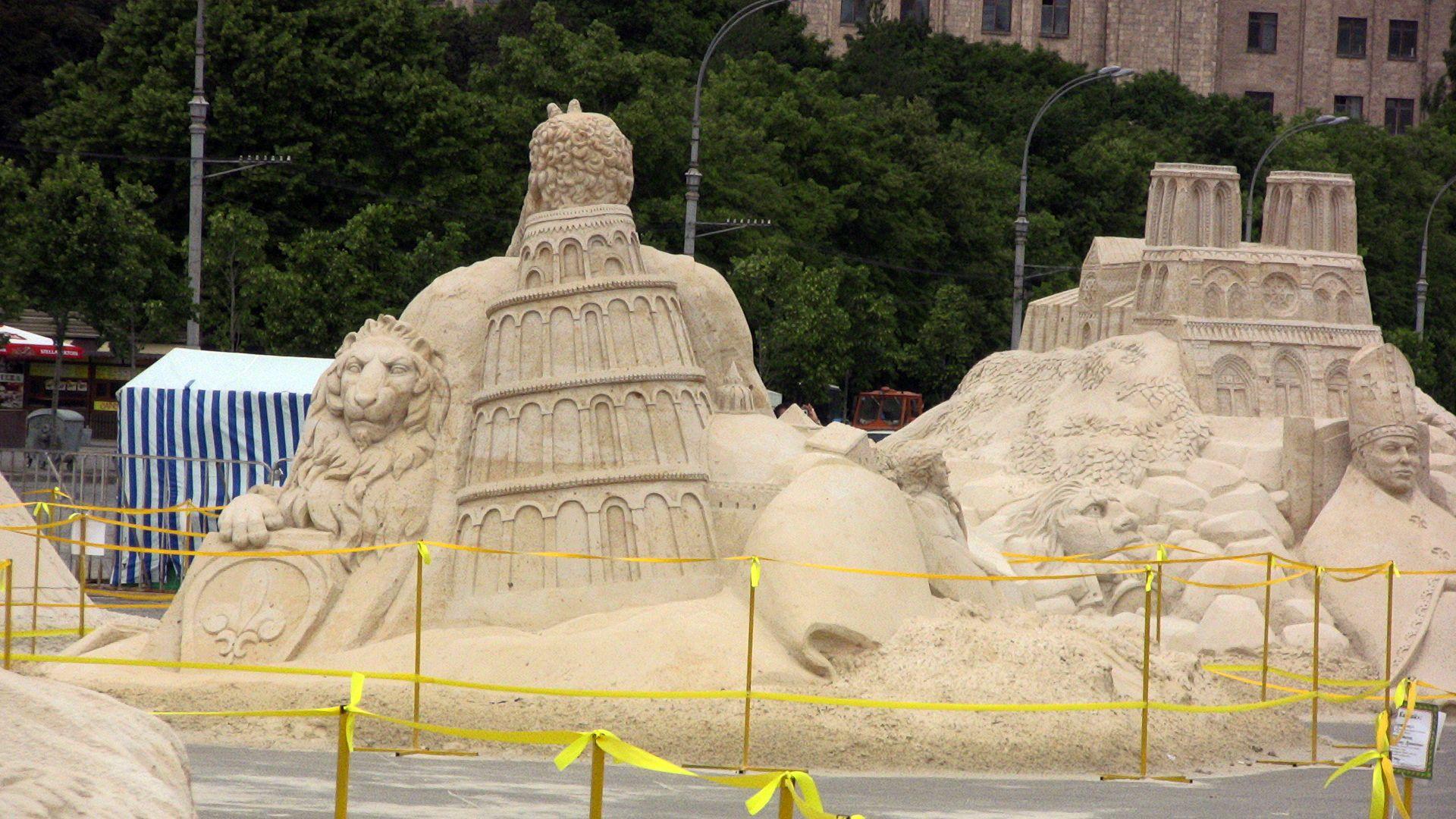 Sandy sculptures HD Wallpaper