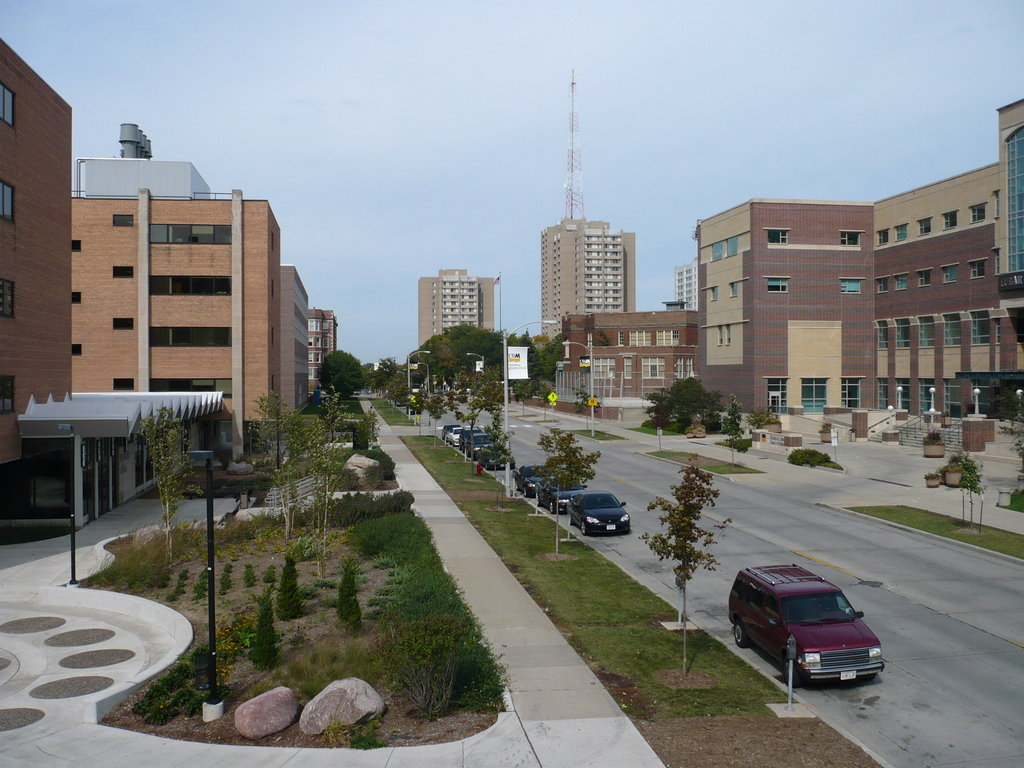 Milwaukee  WI   UW Milwaukee from North Maryland Avenue photo HD Wallpaper