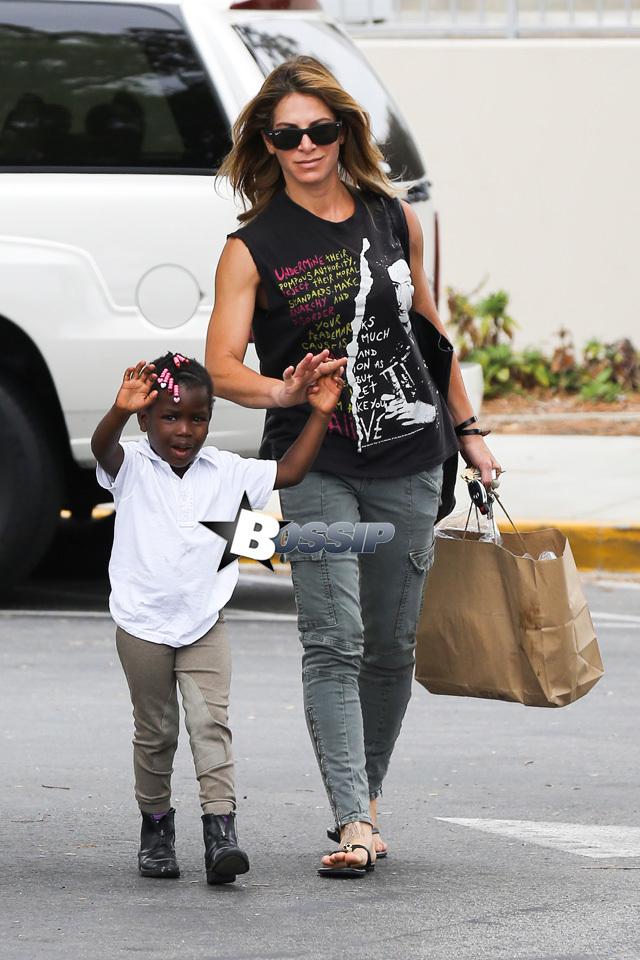 Jillian Michaels Grocery Shops In Malibu With Daughter Lukensia HD Wallpaper