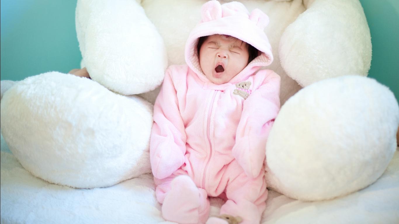 Cute Baby Yawning    HD  HD Wallpaper
